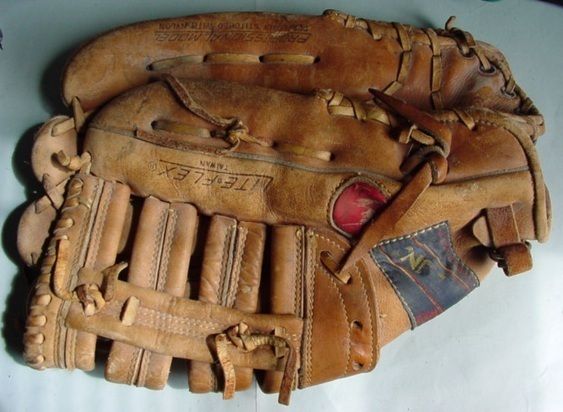 Baseballglove1