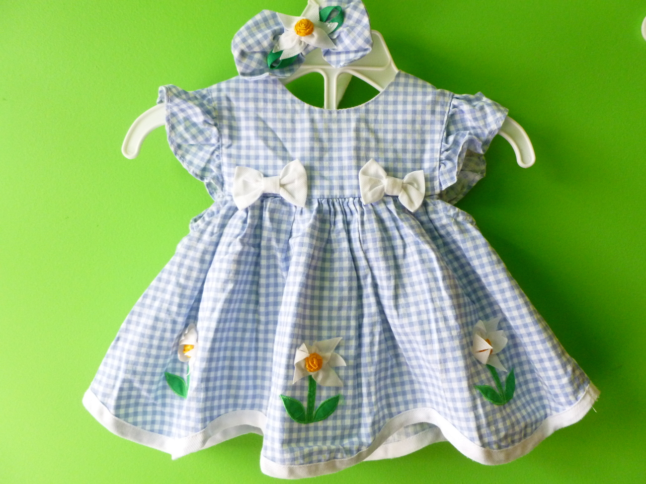 Macys Baby Girls Dress size 3-6 month comes with matching bottoms and hair bow