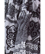 Crinkled Paisley Print Scarf Black / White / Gray