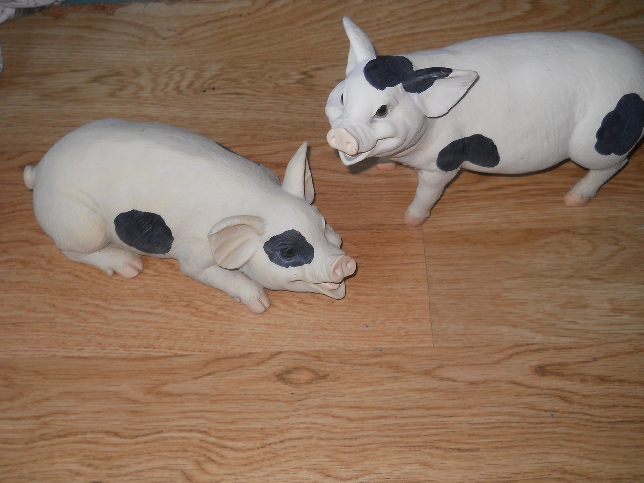 Set of 2 Resin Spotted Pigs Standing Laying Down Indoor Large Cute Playful Spot
