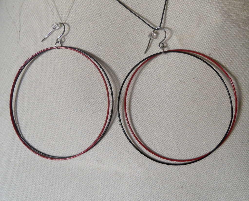Red_black_hoop_earrings_hang