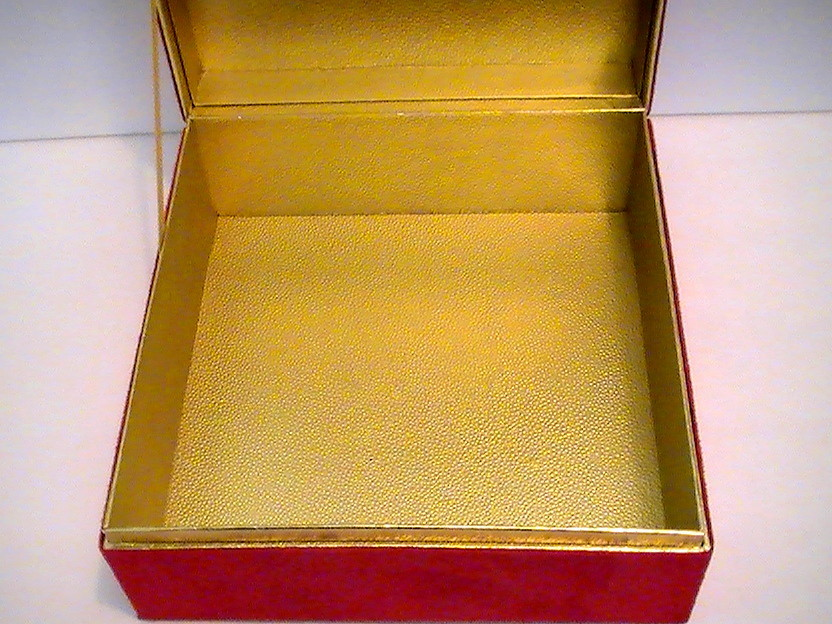 Estee_lauder_cosmetic_and_jewelry_dresser_box_red_velour_gold_012