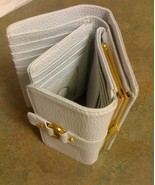WILSONS LEATHER WHITE TRI-FOLD WALLET - $37.99