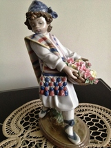 Lladro Valencian Flowers # 1526 Mint, Retired - $499.00