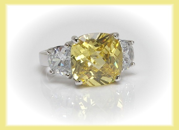 CZ Cocktail Ring Lt. Yellow SZ 7 - Wow Lots of Sparkle!