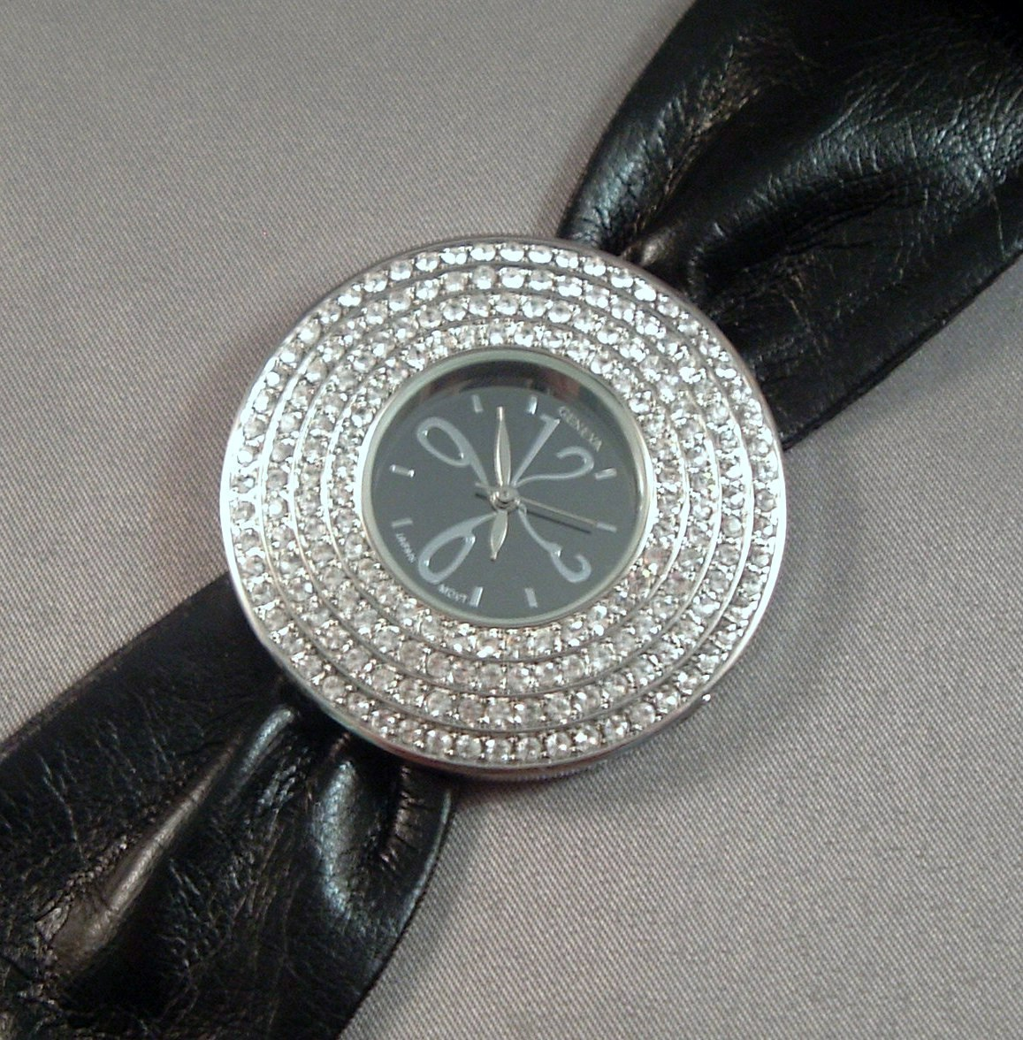 BOLD BLACK Band Strap Round Face Clear Crystal Watch