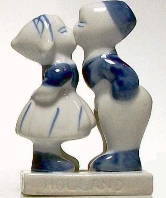 Blue Delft Porcelain Holland Boy Kissing Girl Figurine Statue