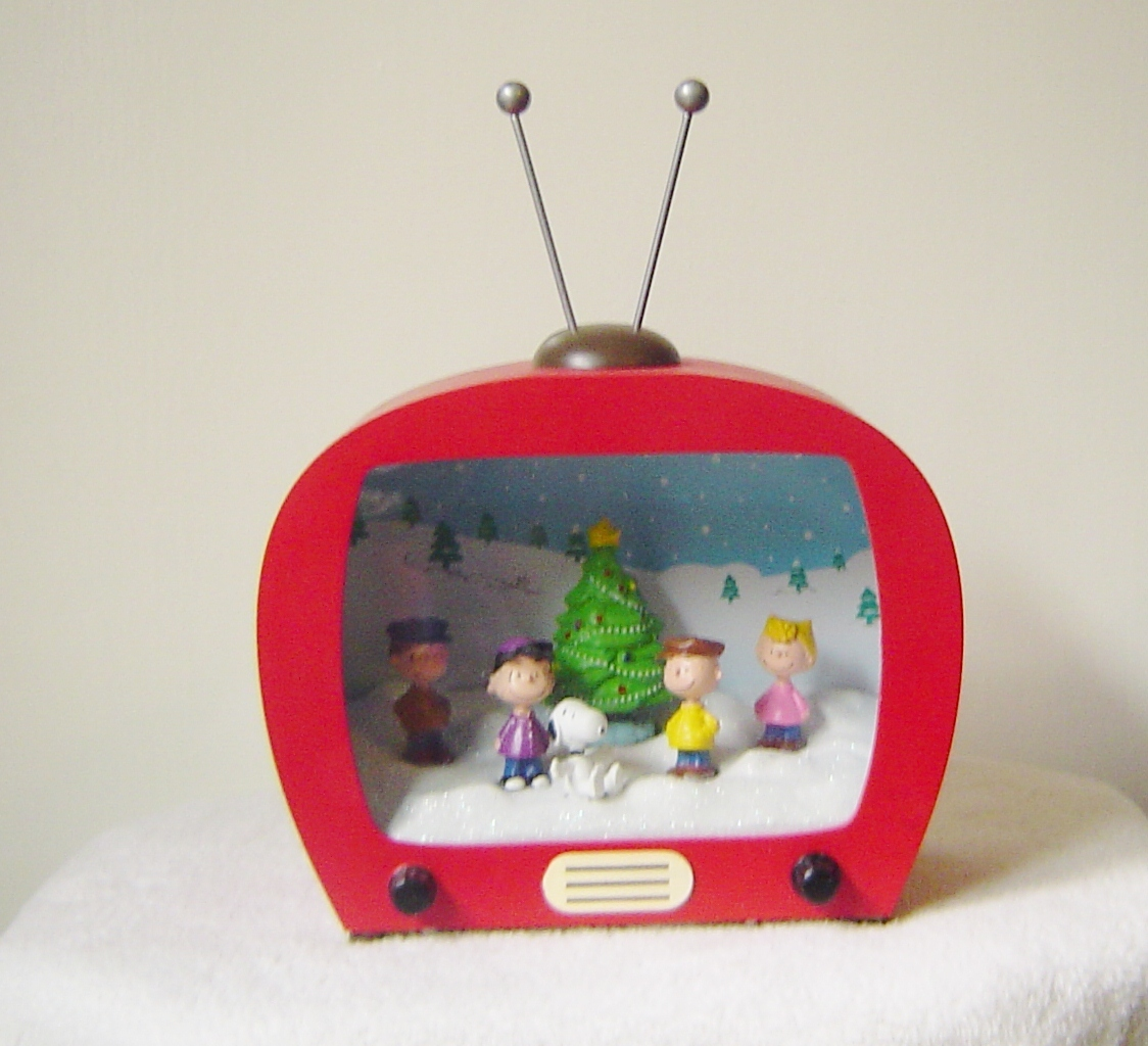 Peanuts Lighted Musical Television Snoopy And The Gang