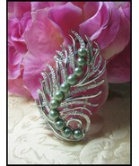 Sarah Coventry Fantasy Feather w/Faux Pearls Br... - $10.00
