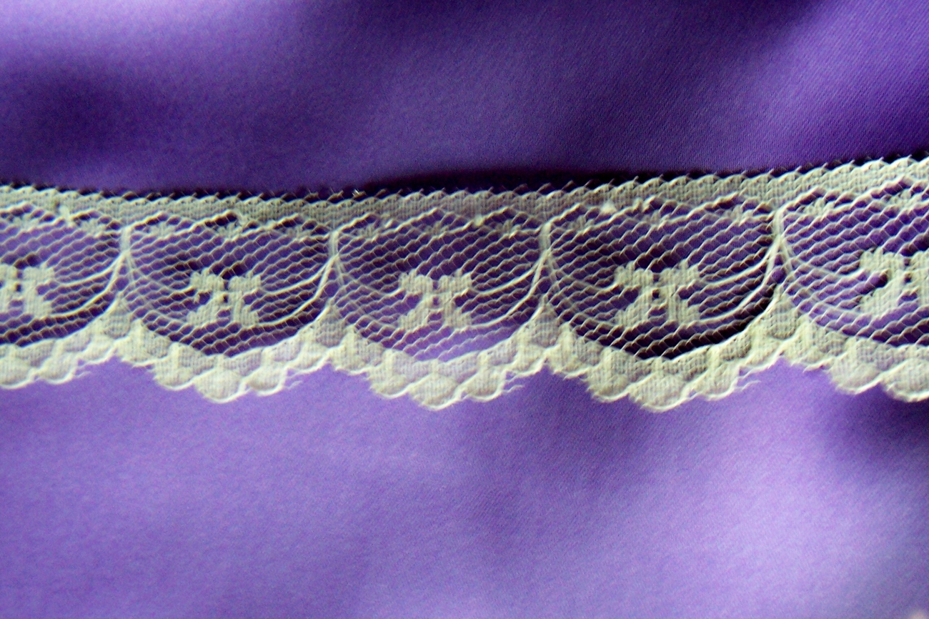5Y  IRELAND BEIGE WEDDING SCALLOPED LACE TRIM  5 YARDS IMPORT