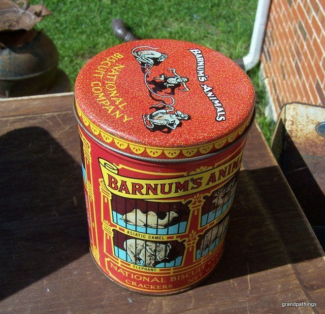 1979 replica of 1914 Barnum's Animals National Biscuit Tin Vintage Lot 211