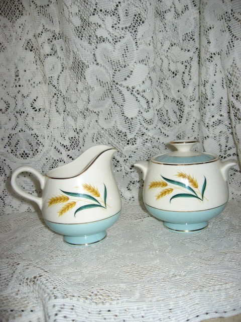 Viking International -Sugar and Creamer Set