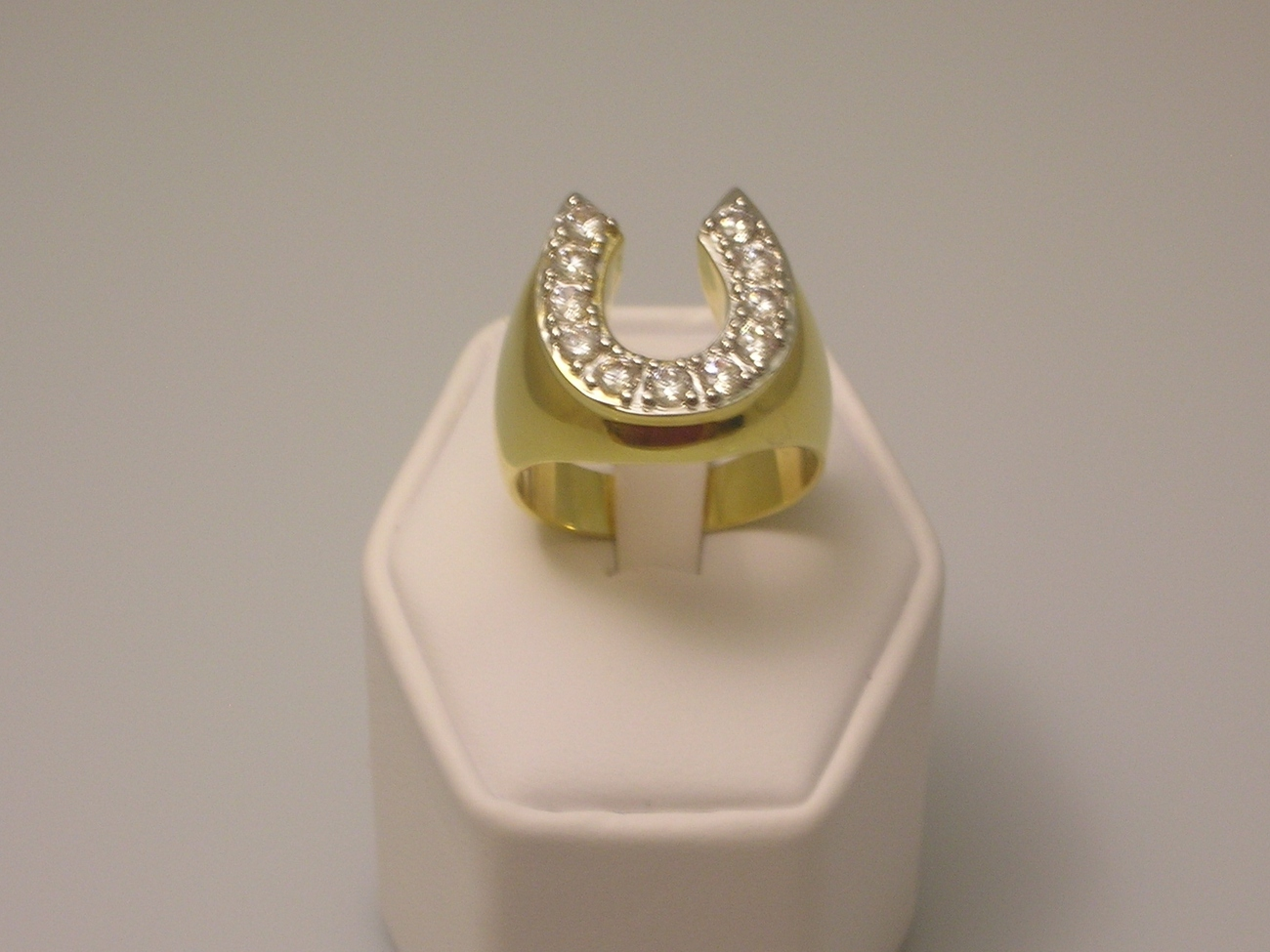 Horseshoe_cubic_zirconia_gold_mens_ring__1_