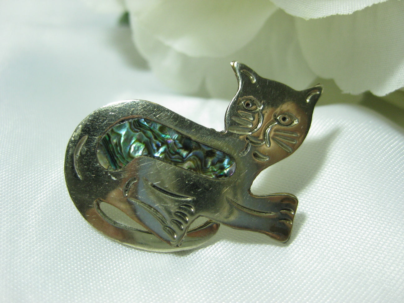Alpaca Mexico Silver Abalone Cat Pin