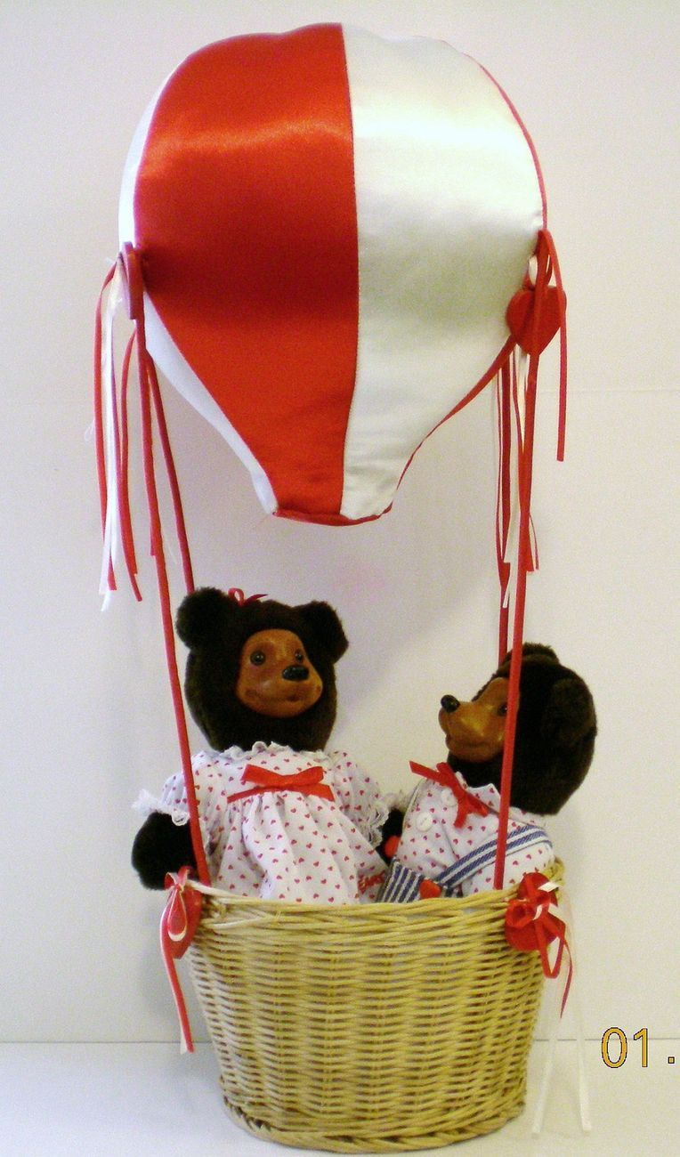 Robert Raikes Bear April and Johnny in Balloon Valentine's Day Ed 1994