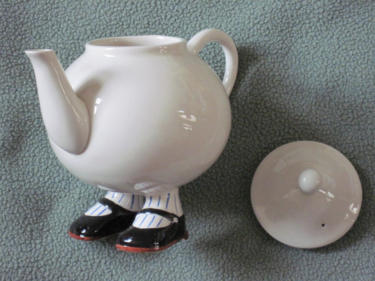 Walking_ware_teapot