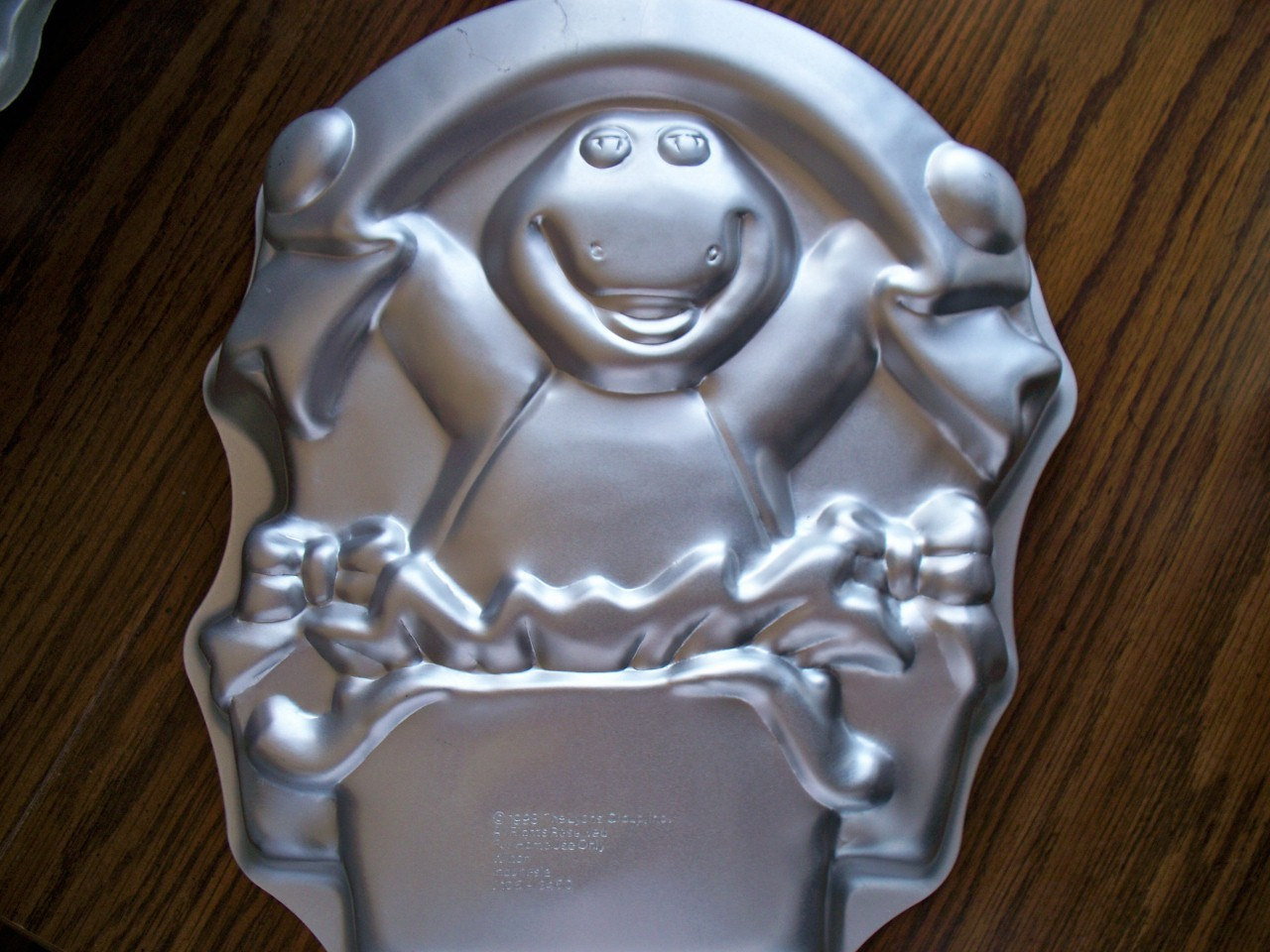 "Wilton ""Barney With Banner"" Cake Pan 1998"