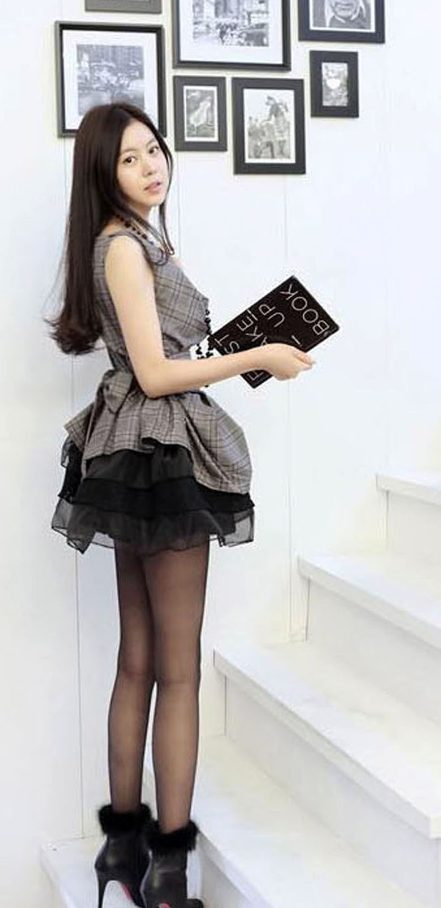 2012_spring_summer_checks_top_black_skirt_set_side_view