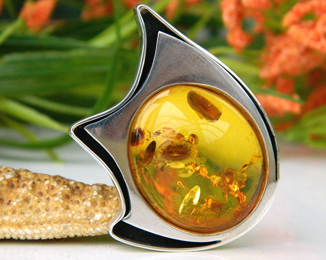 Amber_modernist_brooch_pin_sterling_silver_hallmarked_poland
