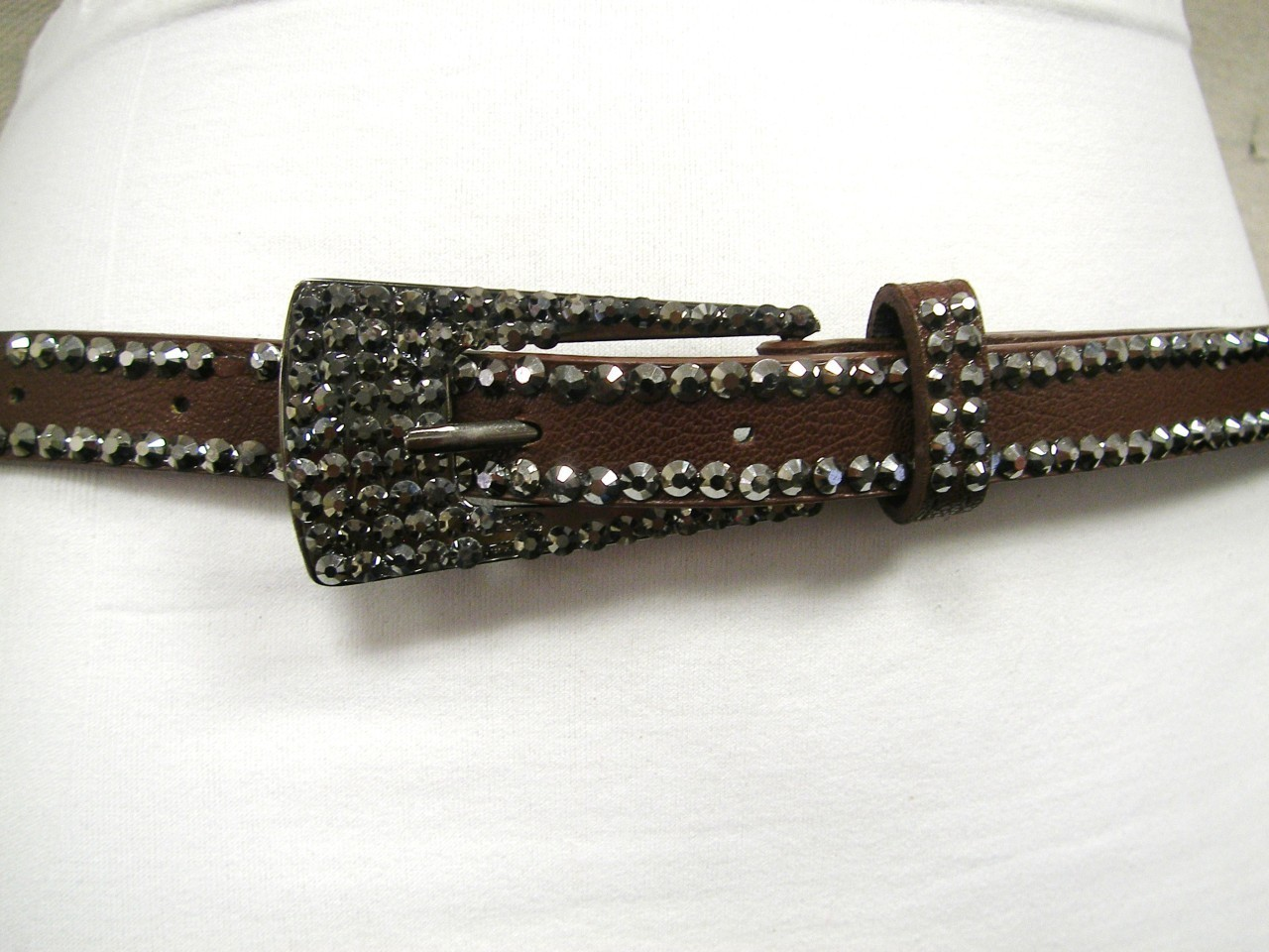 WOMENS  SKINNY NARROW BROWN BELT RHINESTONES FAUX LEATHER THIN METAL BUCKLE 45""