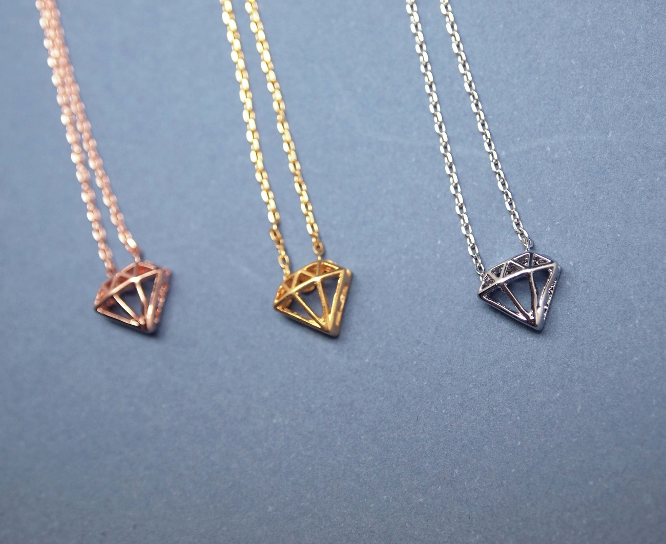 Diamond Shape Cutout pendant necklace in Gold / Silver / Pink gold