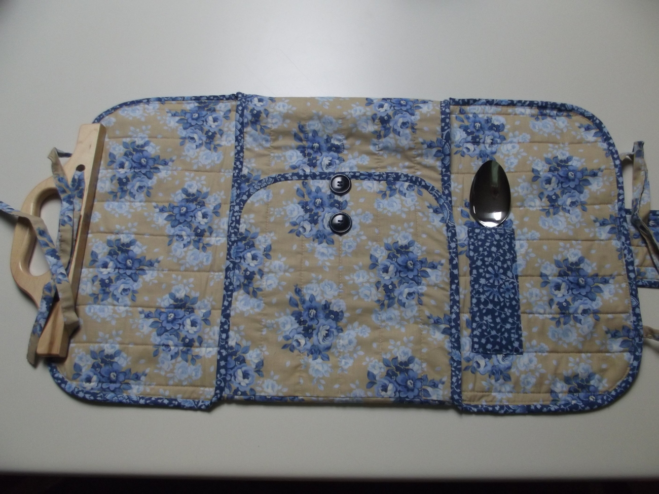 Blue_flower_casserole_carrier_open