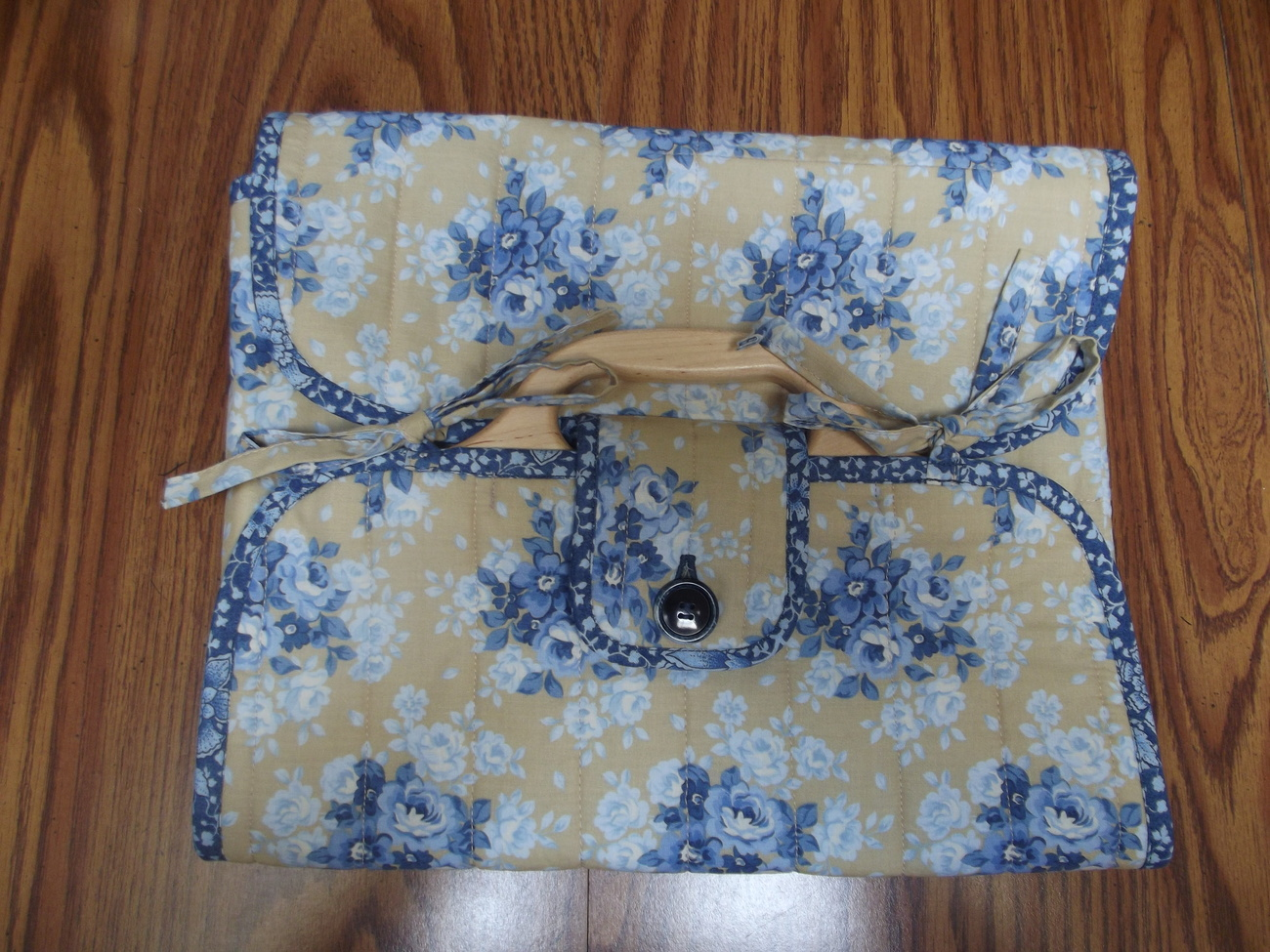 Blue_flower_casserole_carrier_wo_dish