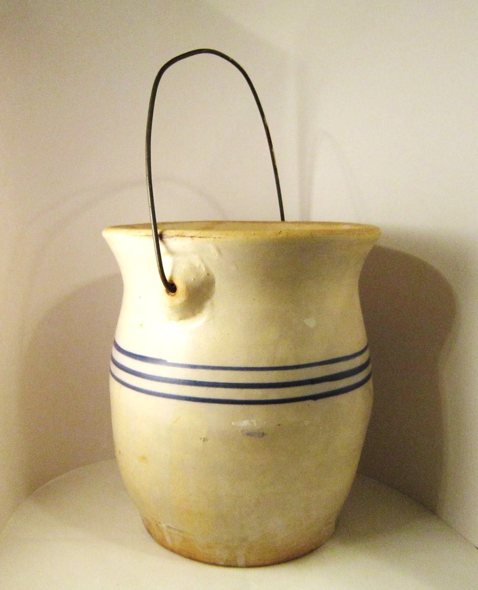 Antique_crock_blue_stripes_bail_02