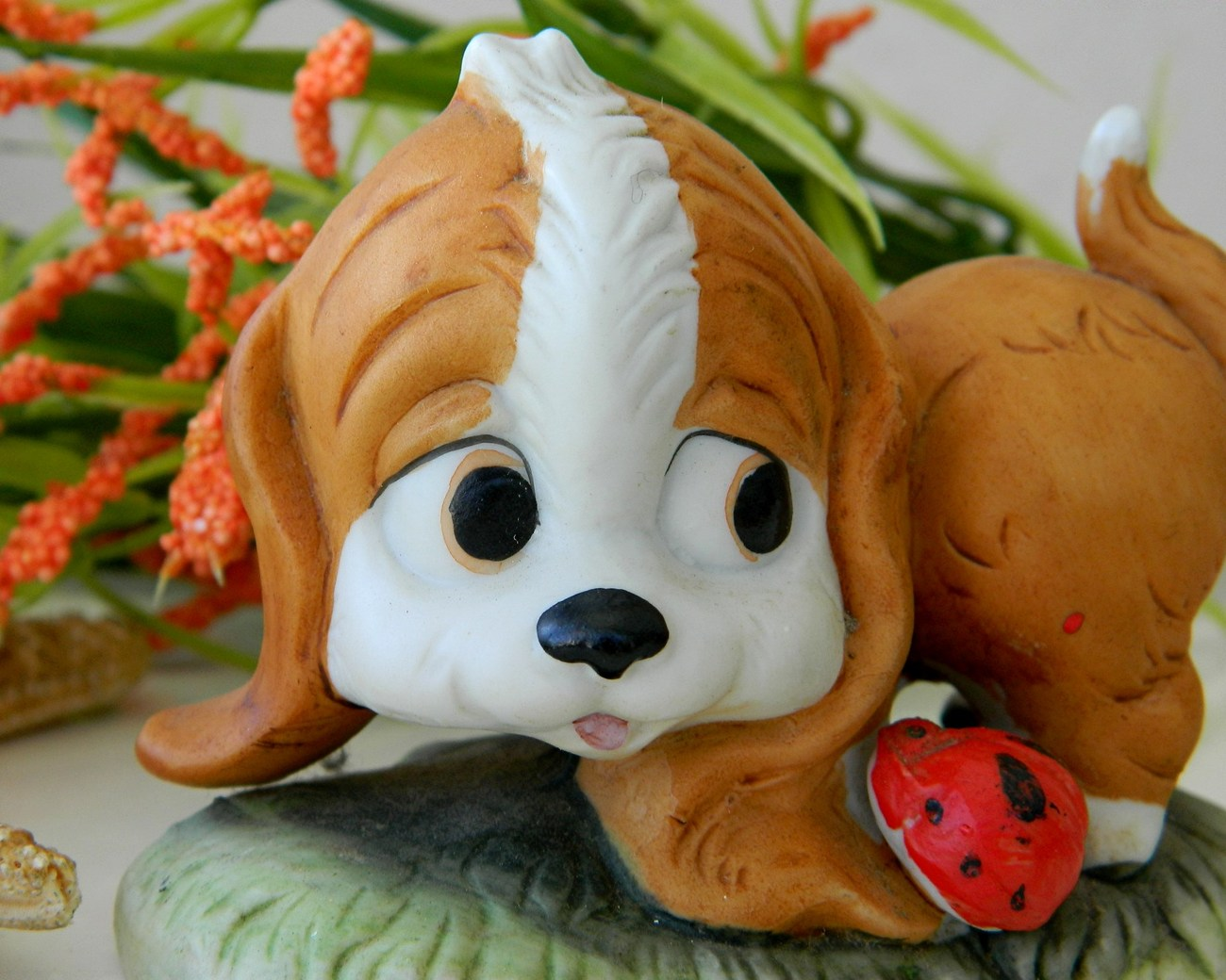 Vintage_spaniel_dog_figurine_with_ladybug_porcelain_lego_figurine