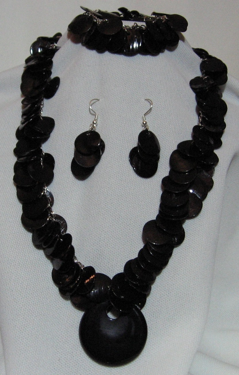 Stunning Black Shell Necklace Bracelet Earrings Set Artisan