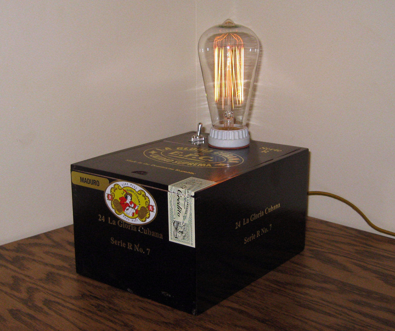 Cigar Box Desk Lamp: La Gloria Cubana