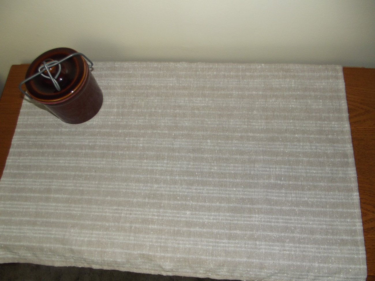 Tablerunner_tan_stripes_2