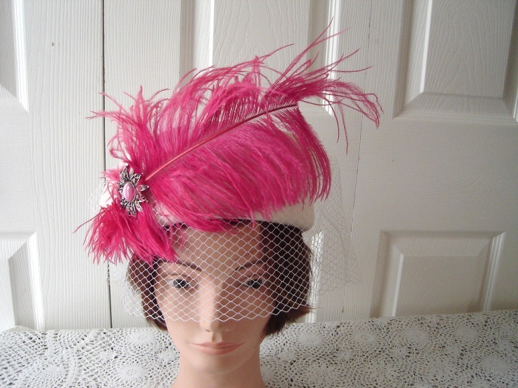 Vintage Cream Felt Women Hat Hot Feather/Netting XS