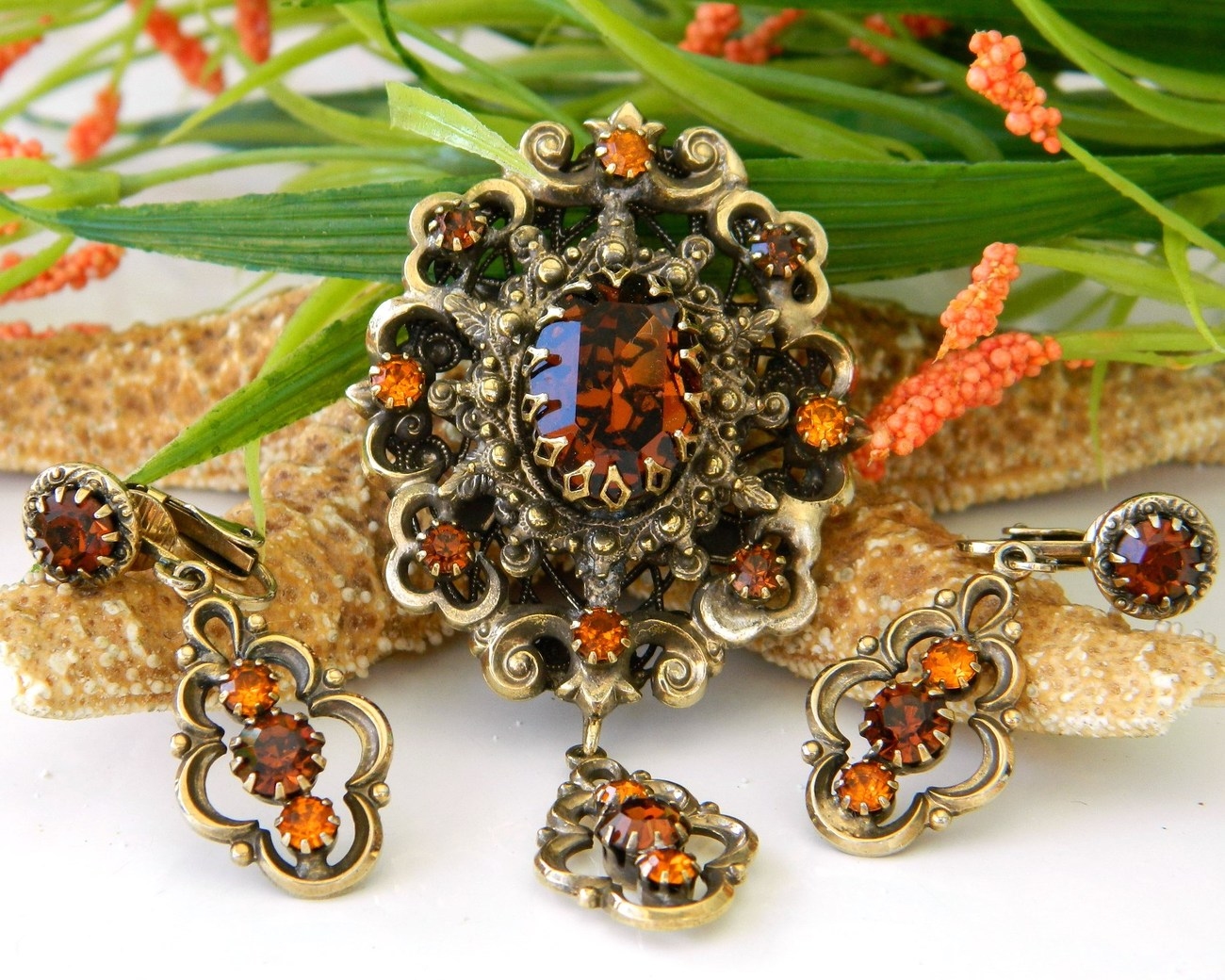 Vintage_hobe_brooch_pendant_earrings_demi_parure_rhinestone_set