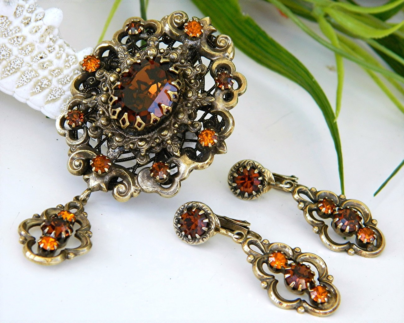 Vintage_hobe_pendant_brooch_earrings_demi_parure_rhinestone_amber