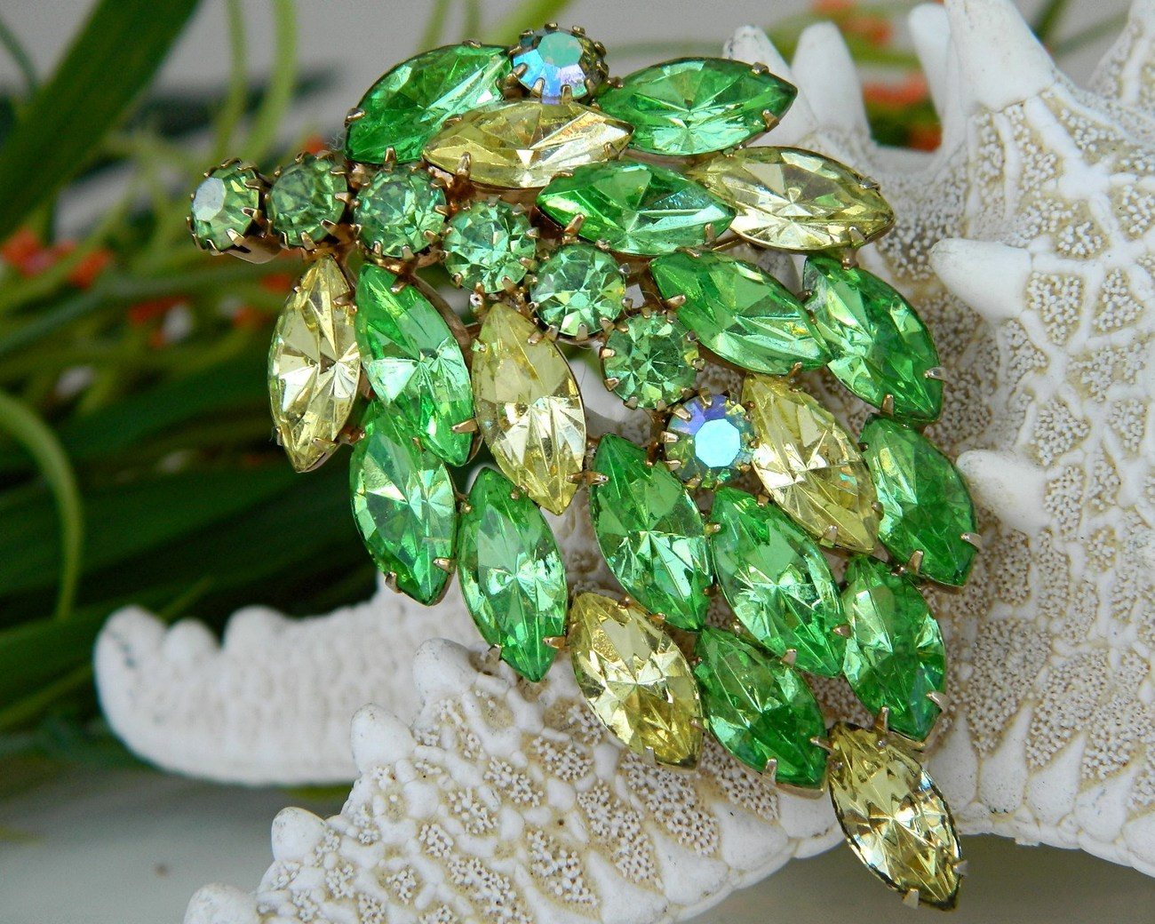 Vintage_leaf_brooch_pin_green_yellow_rhinestones_marquise
