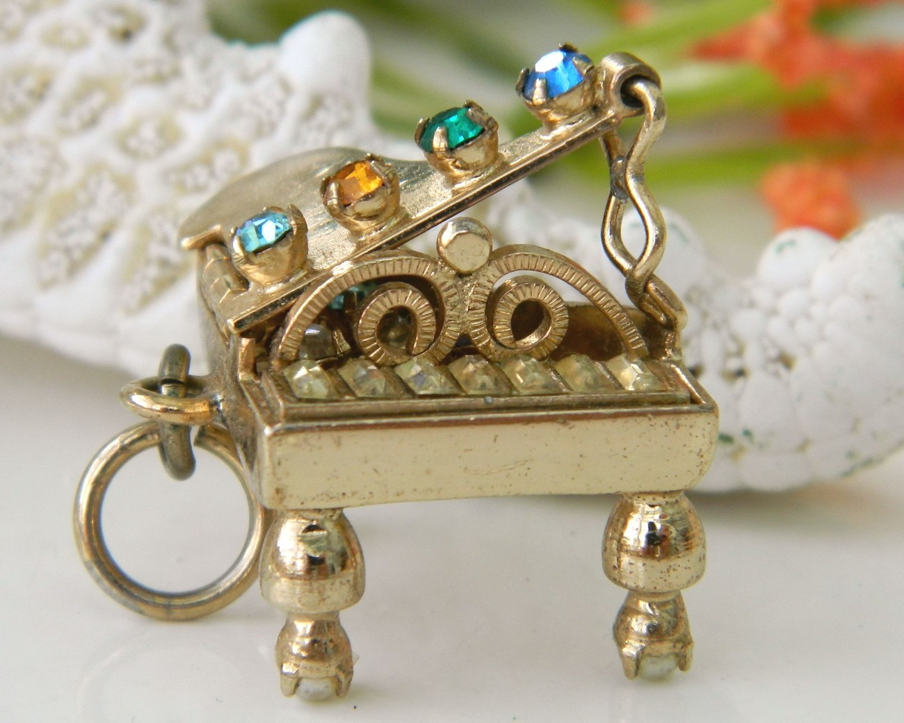 Vintage_grand_piano_charm_pendant_rhinestones_3d_mechanical