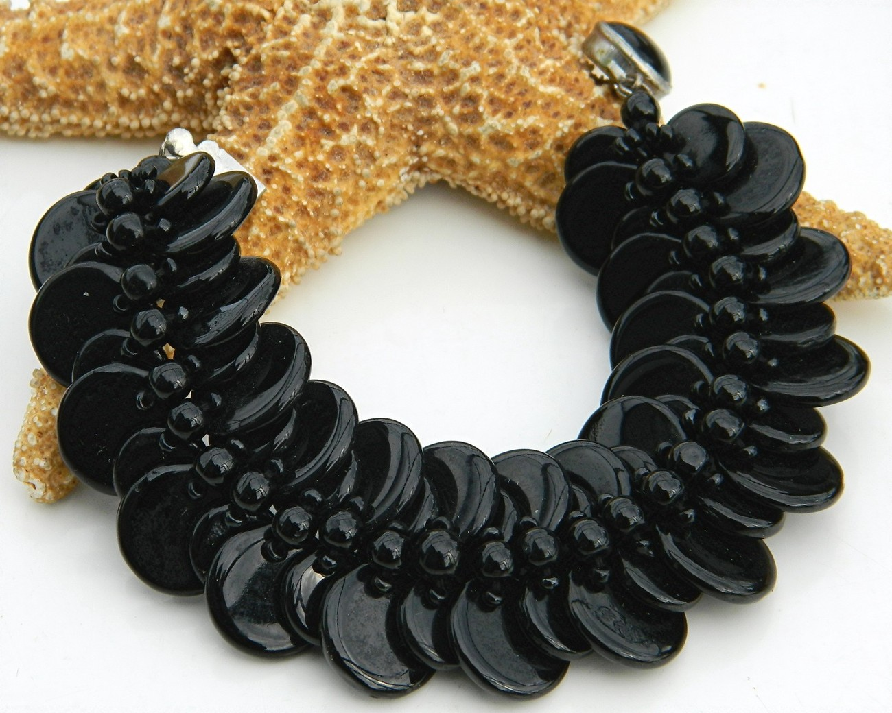 Vintage_black_glass_beads_disk_disc_bracelet_western_germany