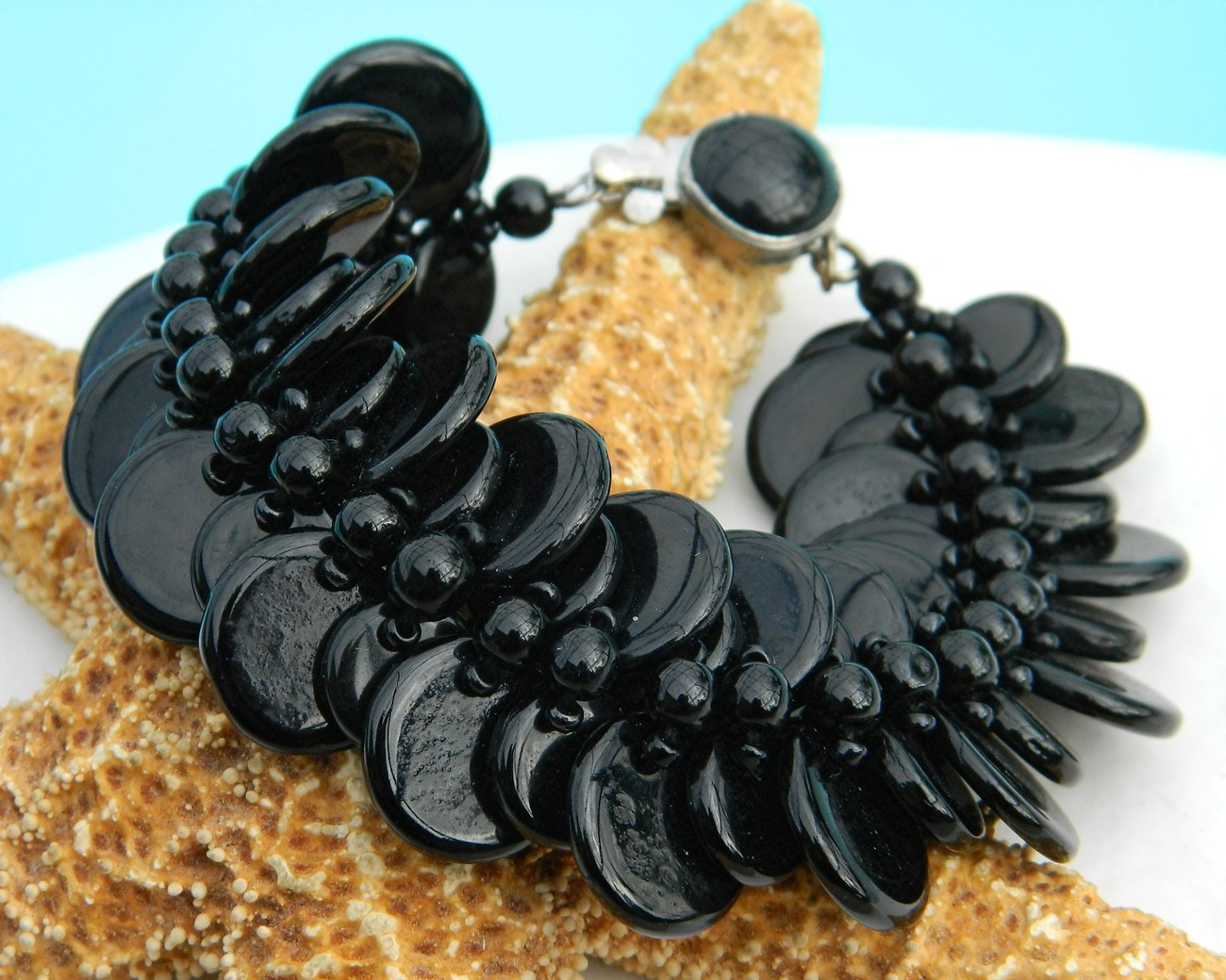 Vintage_glass_beads_disk_disc_bracelet_western_germany_black