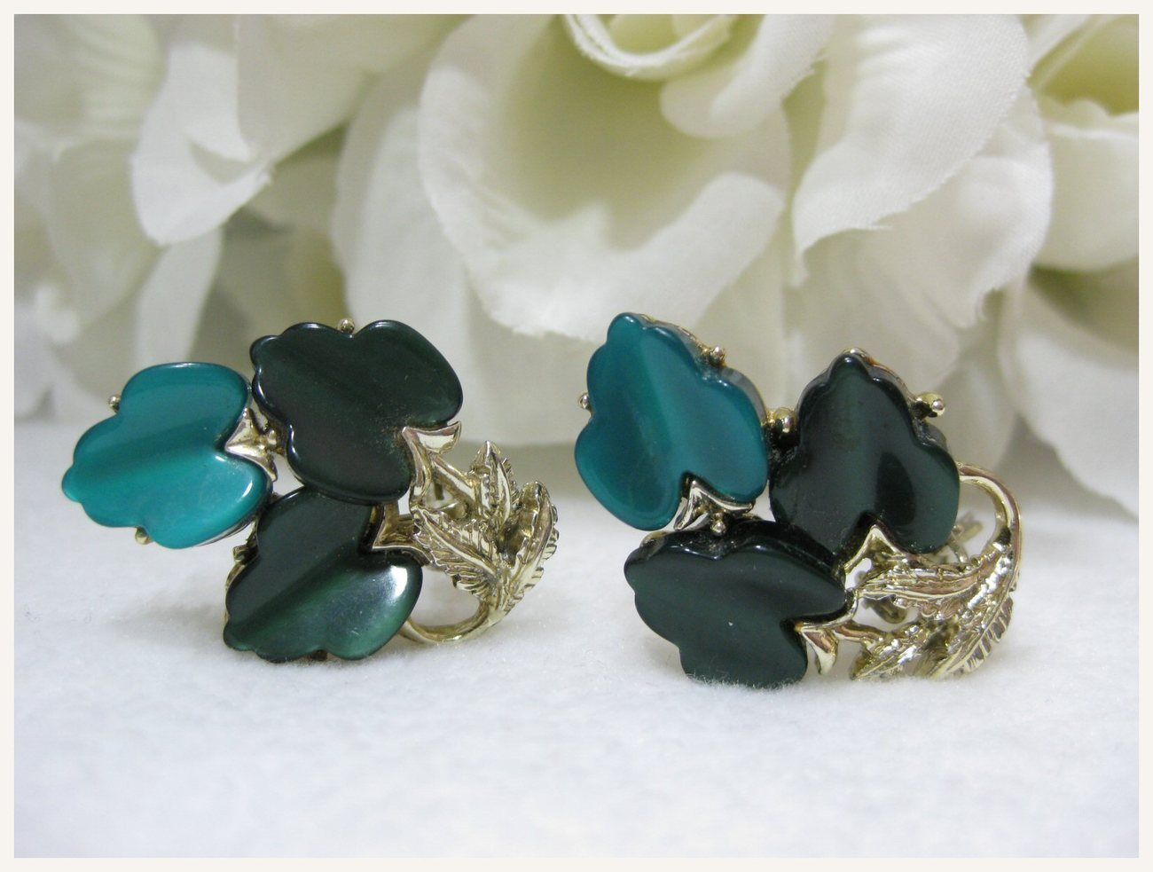 Vintage Green Thermoset Plastic Leaf Earrings