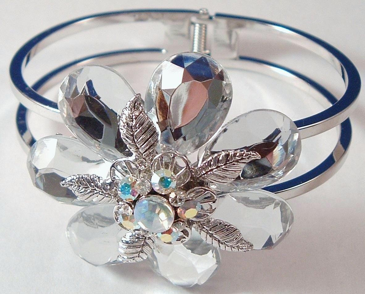 Flower_bangle_clear_2