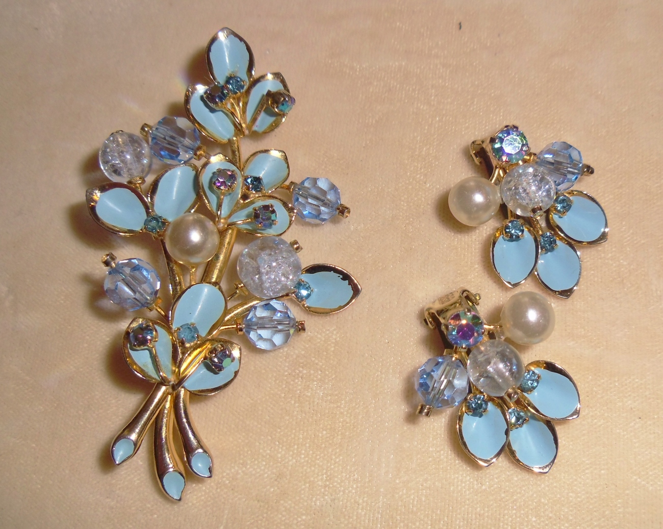 Vintage Kramer Brooch and Earring Set
