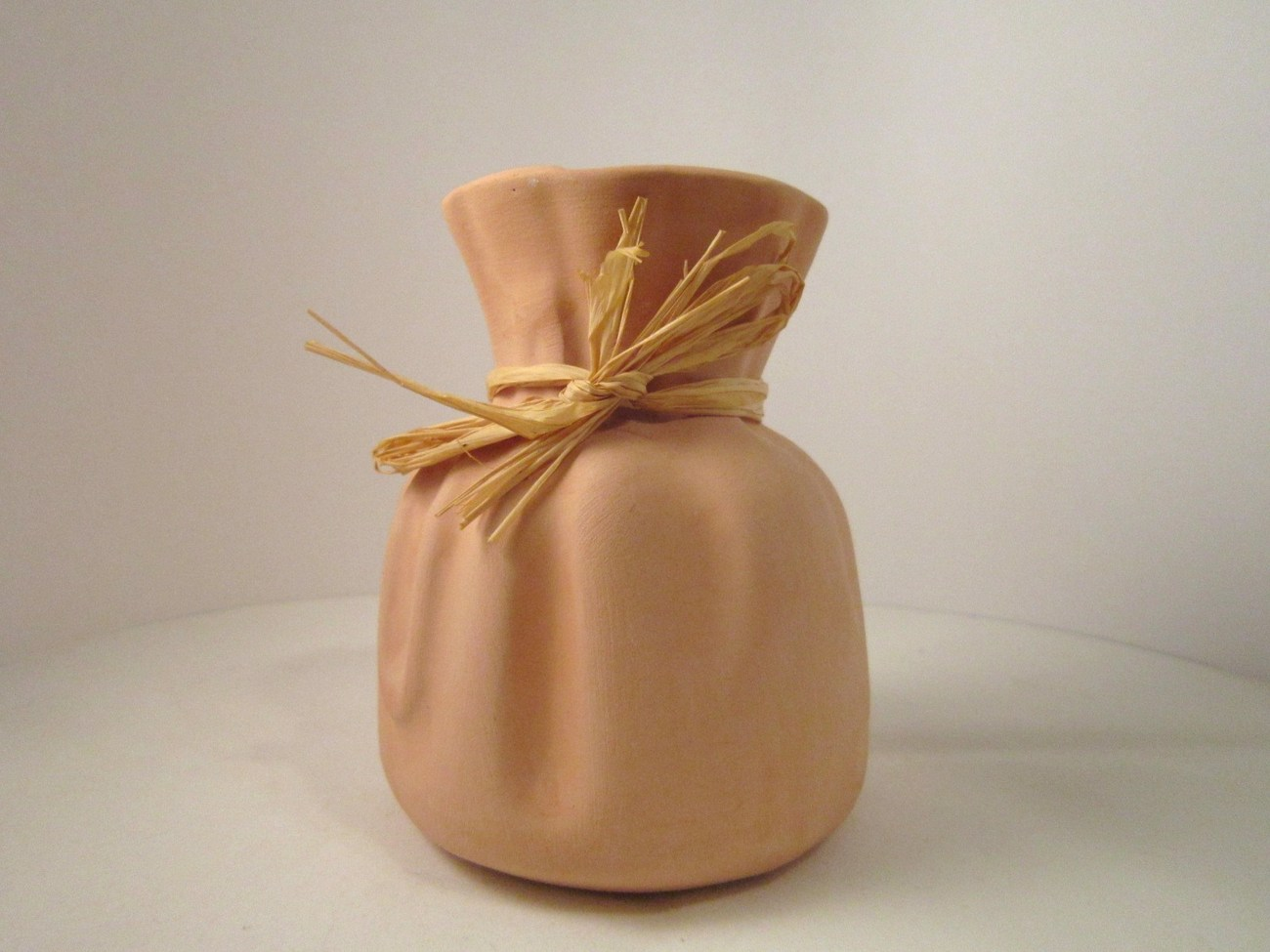 Vase_pink_clay_pottery_sack_01