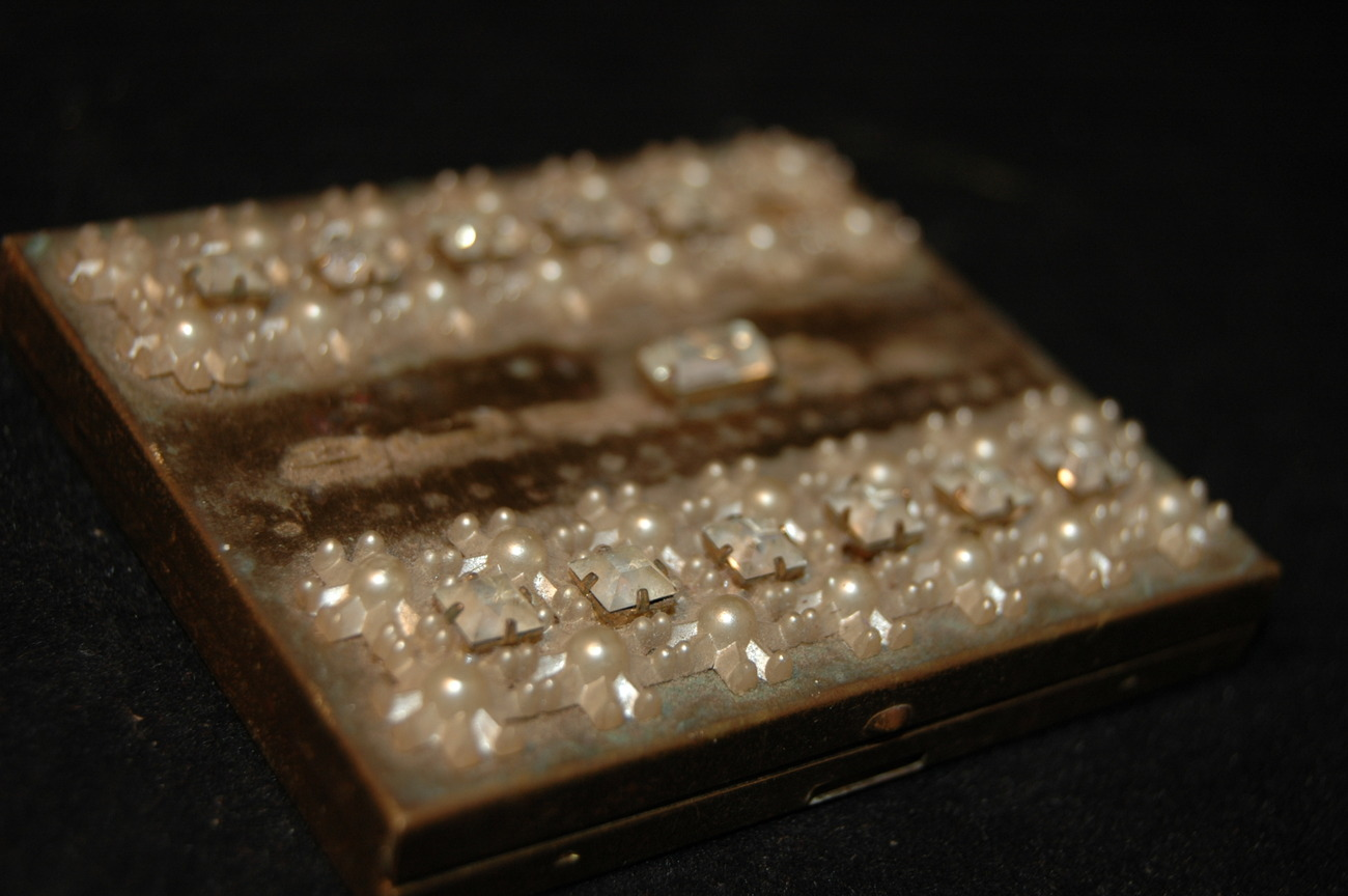 1940's Antique Make-up Case with Jewels: Beautiful Collectible