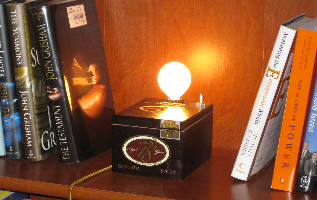 Cigar Box Desk Lamp: Cusano 18 Robusto