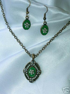Green Enamel and Faux Pearl Demi Parure Necklace & Ears Bonanza