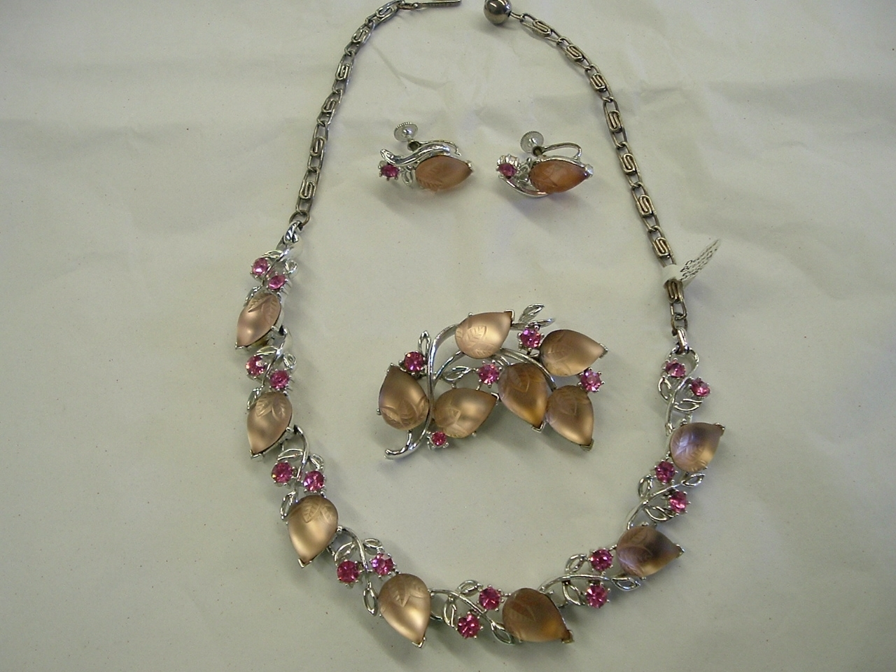 Lisner Pink Frosted Glass Parure Necklace Brooch Earrings