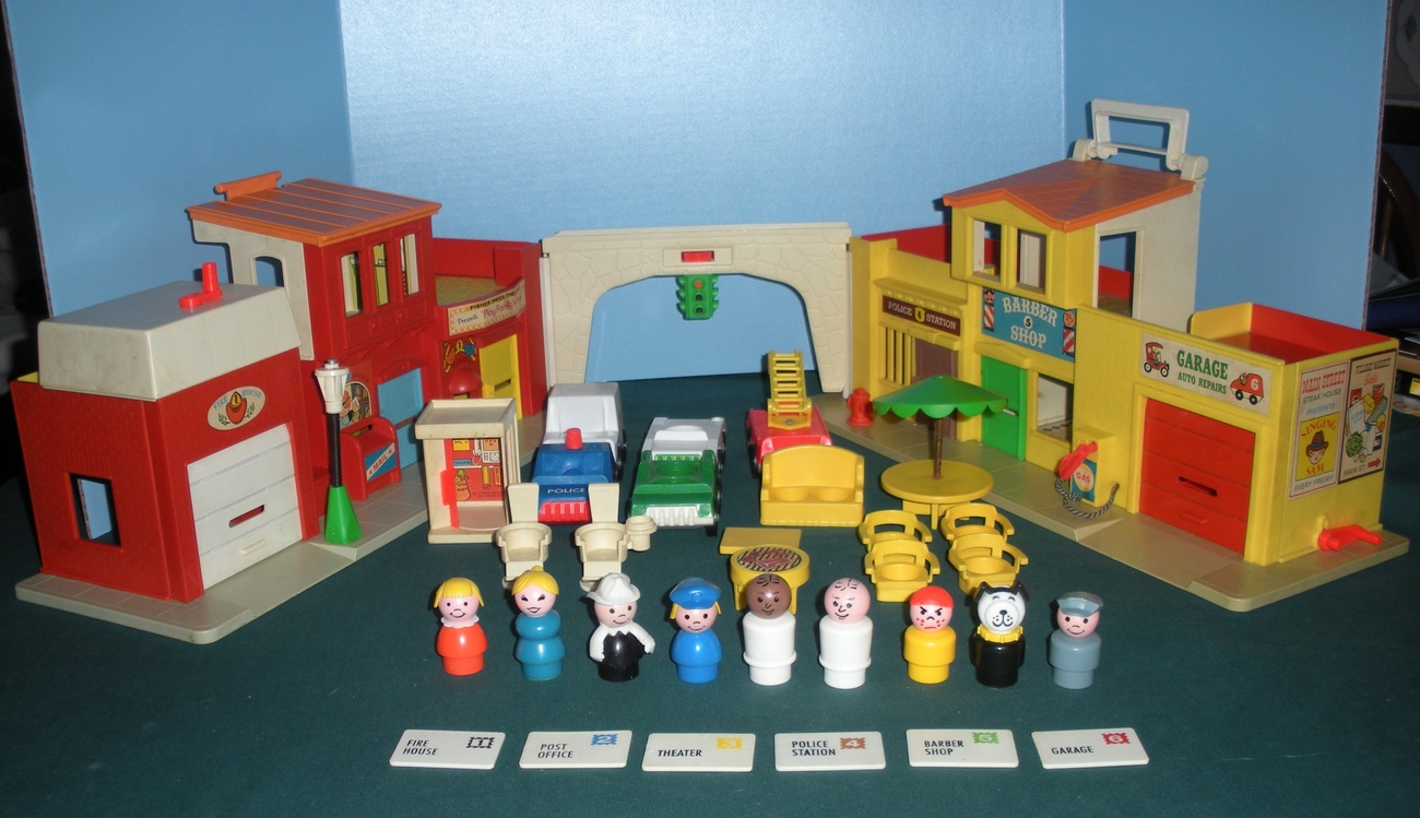 Vintage Fisher Price Little People 927 Village Play Set