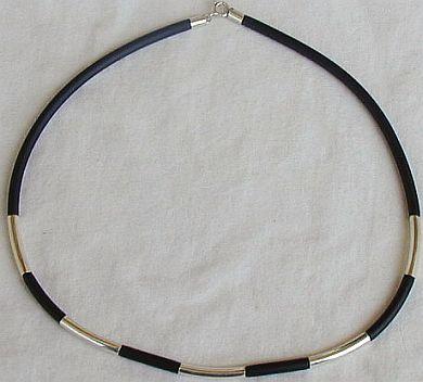 Black caucciu necklace with silver links  unisex Bonanza