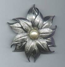 Silver_flower_with_pearl_pin_1_thumb200